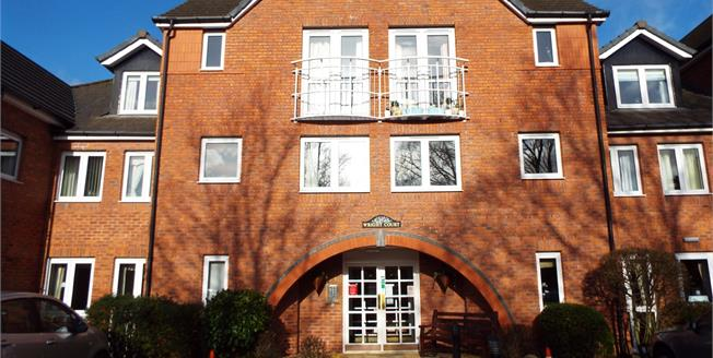 Guide Price £120,000, 2 Bedroom Flat For Sale in Nantwich, CW5