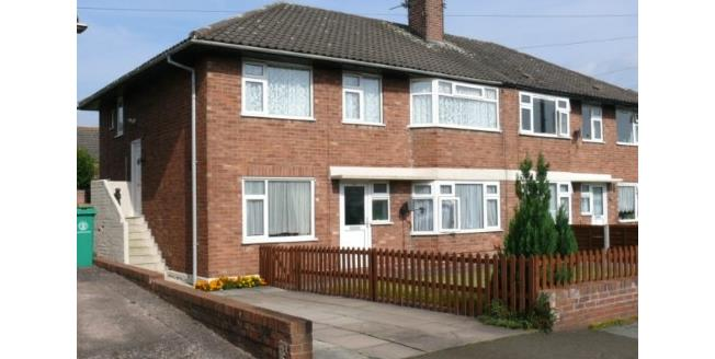 Guide Price £110,000, 2 Bedroom Flat For Sale in Nantwich, CW5
