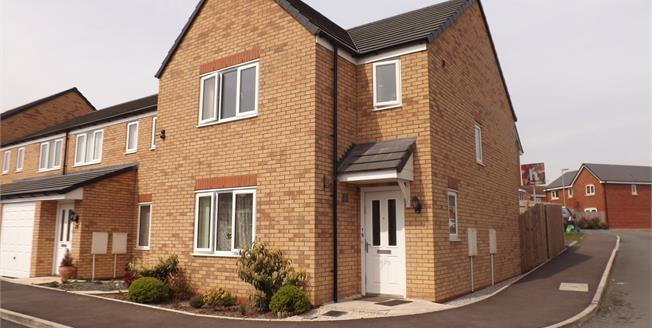 Guide Price £185,000, 3 Bedroom Detached House For Sale in Newcastle, ST5