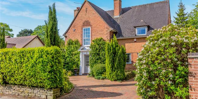 Guide Price £425,000, 4 Bedroom For Sale in Newcastle, ST5