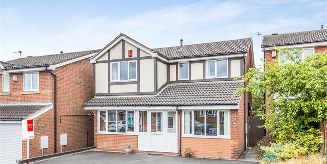 Guide Price £240,000, 4 Bedroom Detached House For Sale in Newcastle, ST5
