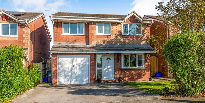 Guide Price £235,000, 4 Bedroom Detached House For Sale in Newcastle, ST5
