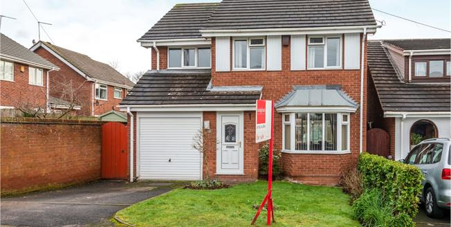 Guide Price £270,000, 4 Bedroom Detached House For Sale in Newcastle, ST5