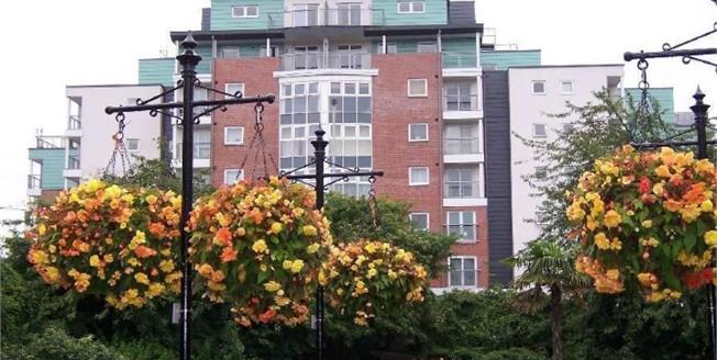 Asking Price £100,000, 2 Bedroom Flat For Sale in Newcastle, ST5
