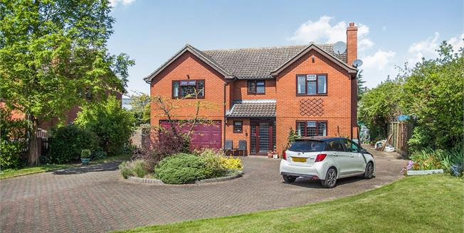 Guide Price £500,000, 5 Bedroom Detached House For Sale in Hadleigh, IP7