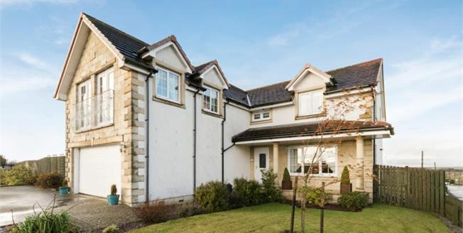 Fixed Price £249,000, 5 Bedroom Detached House For Sale in Longriggend, ML6