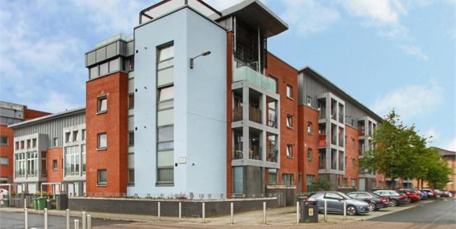 Offers Over £120,000, 2 Bedroom Upper Floor Flat For Sale in Glasgow, G5