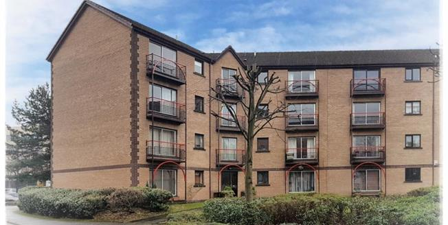 Offers Over £135,000, 3 Bedroom Upper Floor Flat For Sale in Riverview Drive, G5