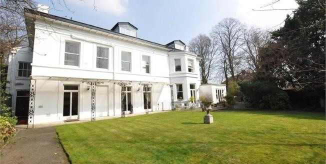 £332,000, 2 Bedroom Flat For Sale in Mossley Hill, L18