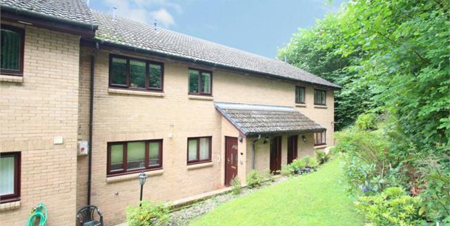 Offers Over £98,000, 2 Bedroom Ground Floor Flat For Sale in Kirkintilloch, G66