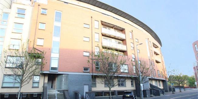Offers Over £180,000, 2 Bedroom Upper Floor Flat For Sale in Glasgow, G11