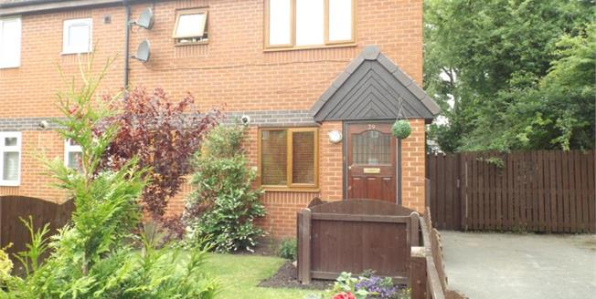 £119,500, 3 Bedroom Semi Detached House For Sale in Crosby, L23
