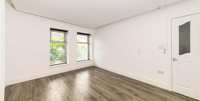 Asking Price £100,000, 2 Bedroom Flat For Sale in Waterloo, L22