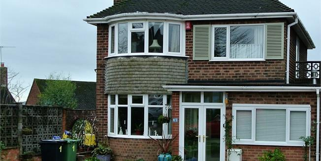 Asking Price £300,000, 3 Bedroom Detached House For Sale in Halesowen, B62
