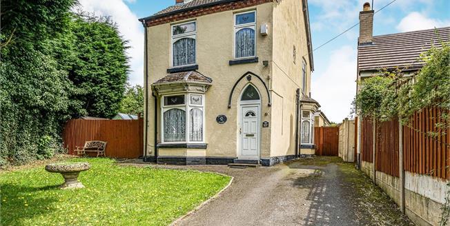 Offers Over £300,000, 3 Bedroom Detached House For Sale in Halesowen, B62
