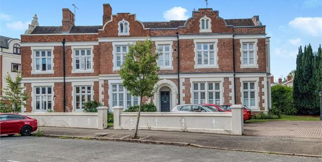 Guide Price £400,000, 3 Bedroom Terraced House For Sale in Leamington Spa, CV31