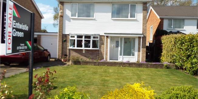 £289,000, 4 Bedroom Link Detached House For Sale in Formby, L37