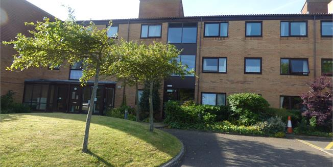 Asking Price £80,500, 2 Bedroom Flat For Sale in Formby, L37