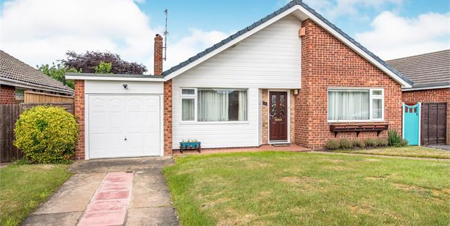 Asking Price £329,950, 3 Bedroom Detached Bungalow For Sale in Formby, L37