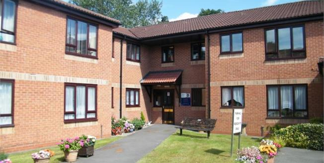 Guide Price £70,000, 2 Bedroom Upper Floor Flat For Sale in Oldbury, B68