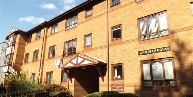 £50,000, 1 Bedroom Flat For Sale in Oldbury, B68