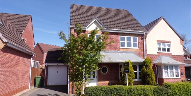 Offers Over £240,000, 3 Bedroom Detached House For Sale in Redditch, B97