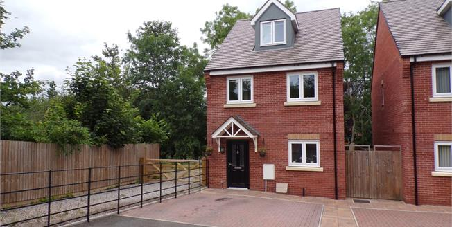 Offers Over £280,000, 4 Bedroom Detached House For Sale in Redditch, B98