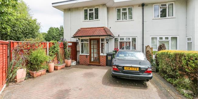 Asking Price £160,000, 2 Bedroom Maisonette For Sale in Solihull, B92