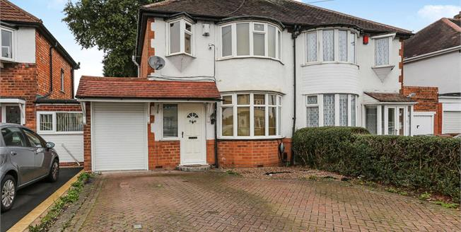 Asking Price £260,000, 3 Bedroom Semi Detached House For Sale in Solihull, B92