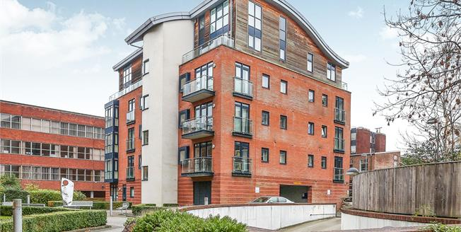 Asking Price £299,950, 2 Bedroom Flat For Sale in Solihull, B91