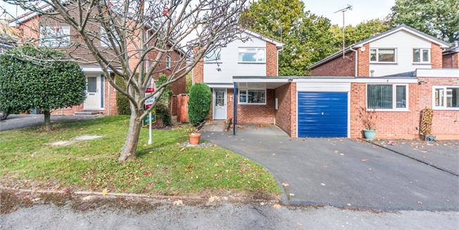 Offers Over £350,000, 3 Bedroom Link Detached House For Sale in Solihull, B92