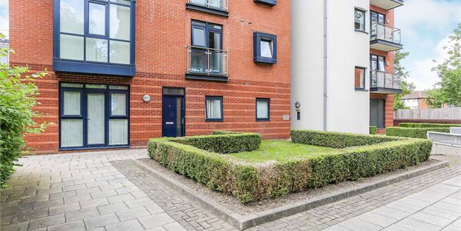 Asking Price £258,000, 2 Bedroom Flat For Sale in Solihull, B91