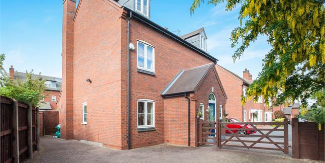 Asking Price £460,000, 5 Bedroom Link Detached House For Sale in Stratford-upon-Avon, CV37