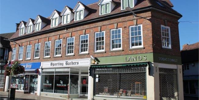 £335,000, 3 Bedroom Flat For Sale in Stratford-upon-Avon, CV37