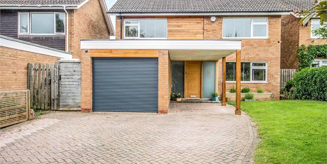 Guide Price £475,000, 4 Bedroom Detached House For Sale in Stratford-upon-Avon, CV37