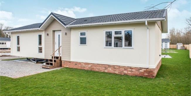 Guide Price £190,000, 2 Bedroom Detached Bungalow For Sale in Evesham, WR11