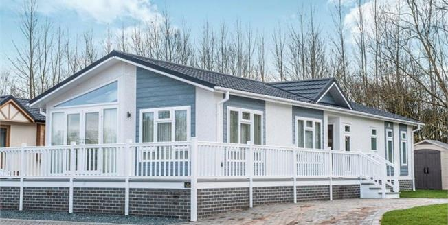Guide Price £239,000, 2 Bedroom Detached Bungalow For Sale in Salford Priors, WR11