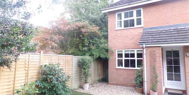 Offers Over £190,000, 2 Bedroom Maisonette For Sale in Stratford-upon-Avon, CV37