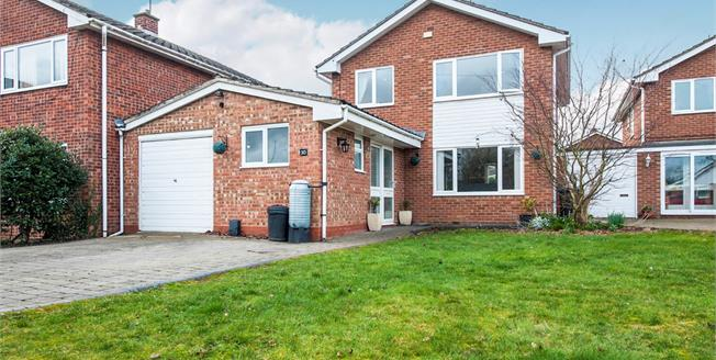 Offers Over £325,000, 4 Bedroom Link Detached House For Sale in Salford Priors, WR11