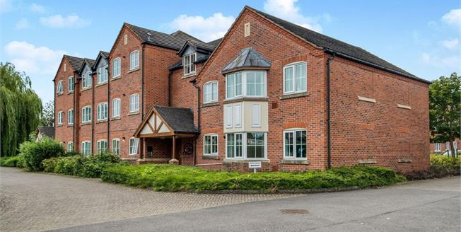 Offers Over £170,000, 2 Bedroom Flat For Sale in Stratford-upon-Avon, CV37