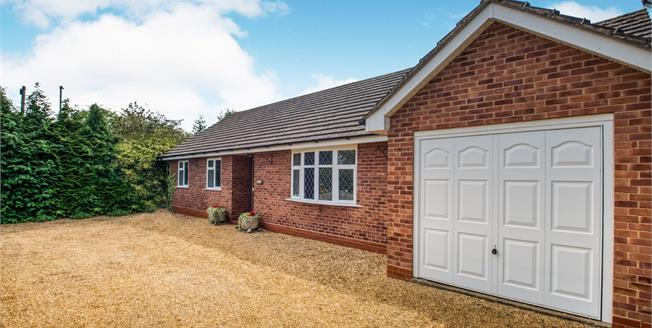 Guide Price £325,000, 3 Bedroom Detached Bungalow For Sale in Stratford-upon-Avon, CV37