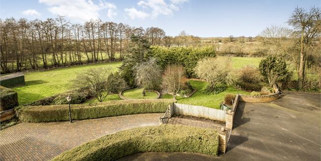 Guide Price £300,000, 2 Bedroom Upper Floor Flat For Sale in Sherbourne, CV35