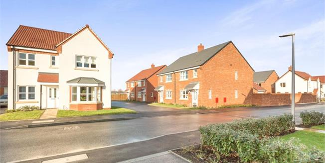Guide Price £399,000, 4 Bedroom Detached House For Sale in Wellesbourne, CV35