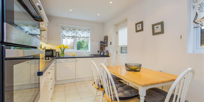 Guide Price £375,000, 4 Bedroom Detached House For Sale in Heathcote, CV34