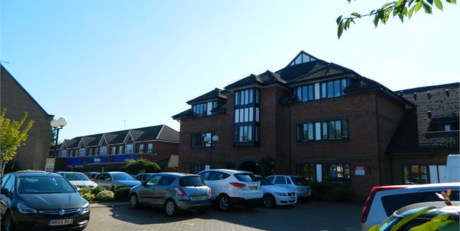 Asking Price £135,000, 2 Bedroom Flat For Sale in Warwick, CV34