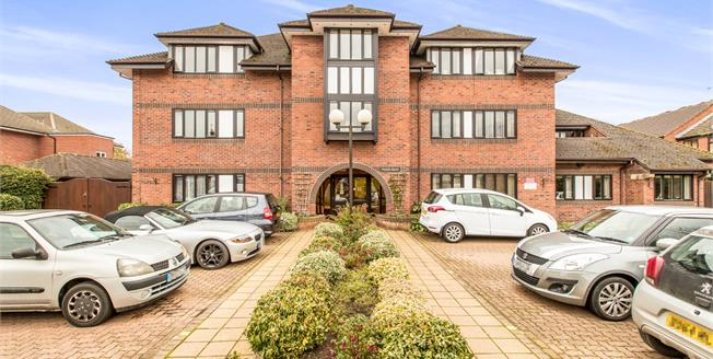 Asking Price £125,000, 2 Bedroom Flat For Sale in Warwick, CV34