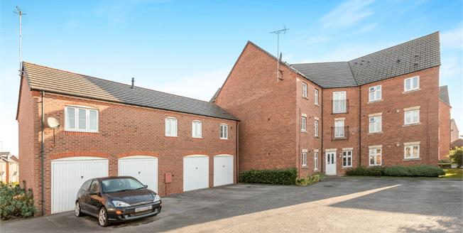 Guide Price £190,000, 2 Bedroom Flat For Sale in Warwick, CV34