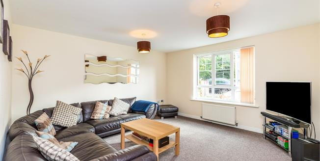 Guide Price £190,000, 2 Bedroom Flat For Sale in Warwick, CV34