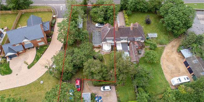 Guide Price £290,000, 2 Bedroom End of Terrace Cottage For Sale in Lighthorne, CV35