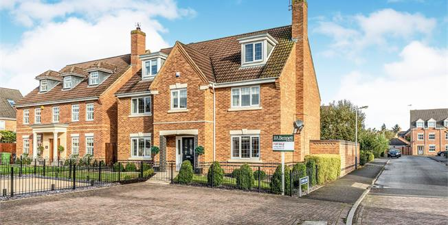 Guide Price £625,000, 5 Bedroom Detached House For Sale in Warwick, CV34